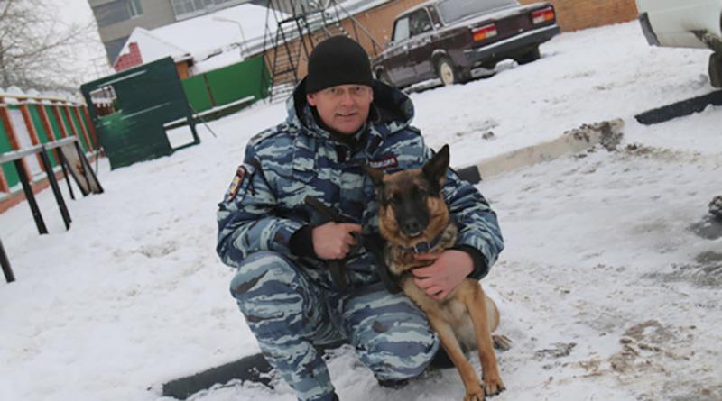 Полицейская собака Диана и Андрей Аршинов.